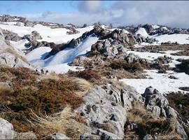 Каменное море в снегу