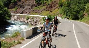 Велосипедное путешествие и рафтинг по горной реке.